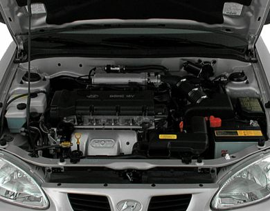 Engine Bay  2000 Hyundai Elantra
