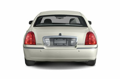 Rear Profile  2004 Lincoln Town Car