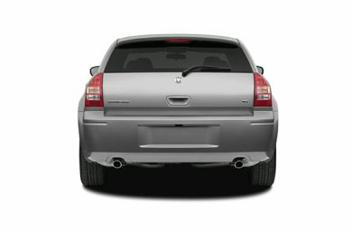 Rear Profile  2005 Dodge Magnum