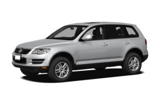 3/4 Front Glamour 2010 Volkswagen Touareg