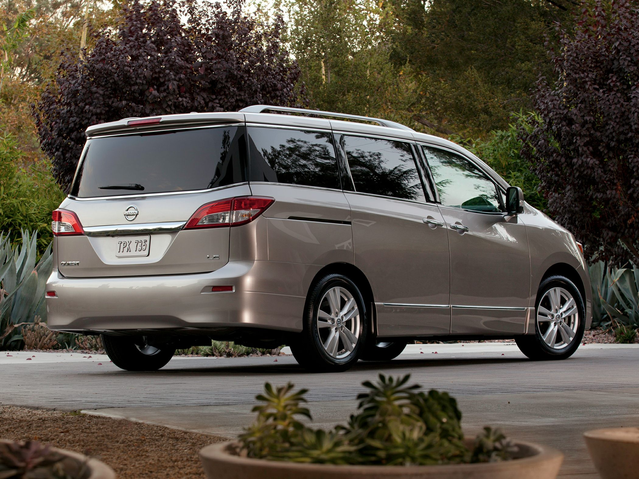 2014 Nissan Quest Glam2