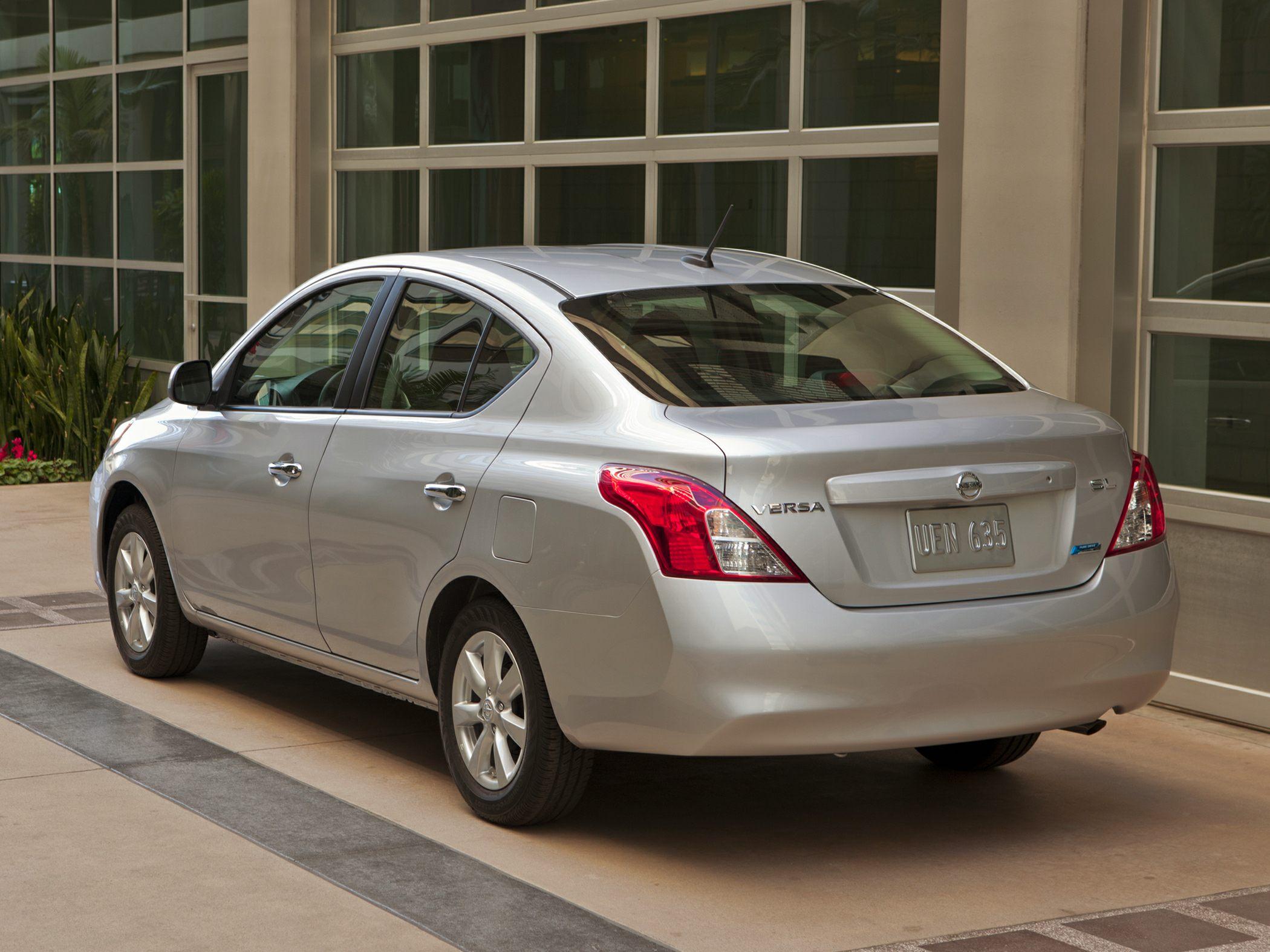 2014 Nissan Versa Glamour