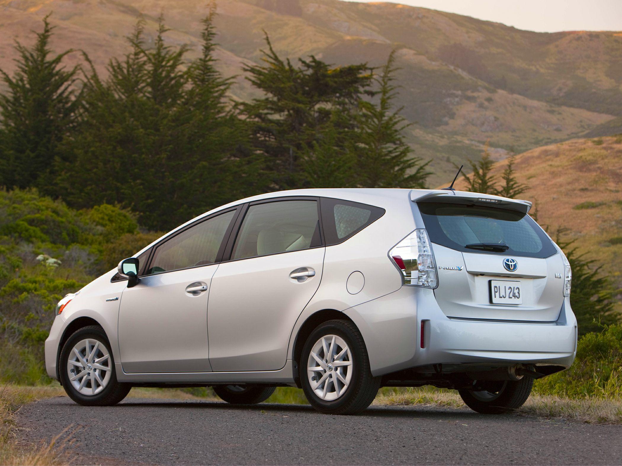 Toyota Prius v Wagon