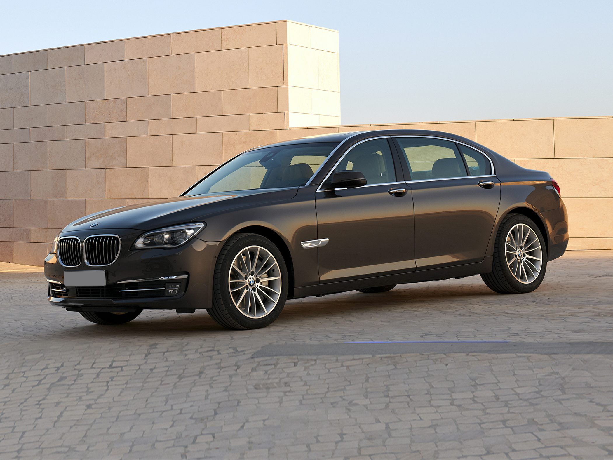 2014 BMW 740 Glamour front