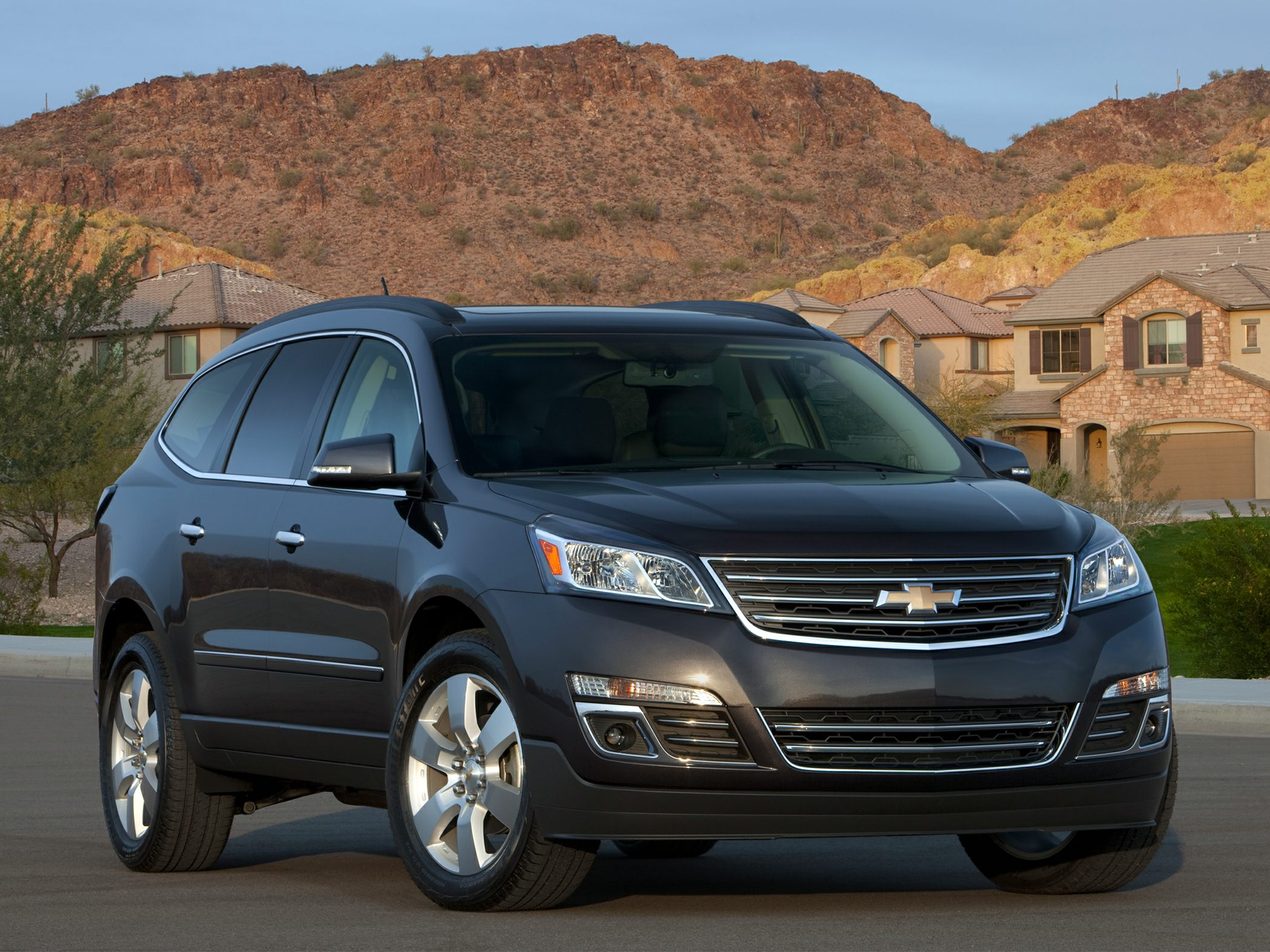 2014 Chevrolet Traverse quarter side