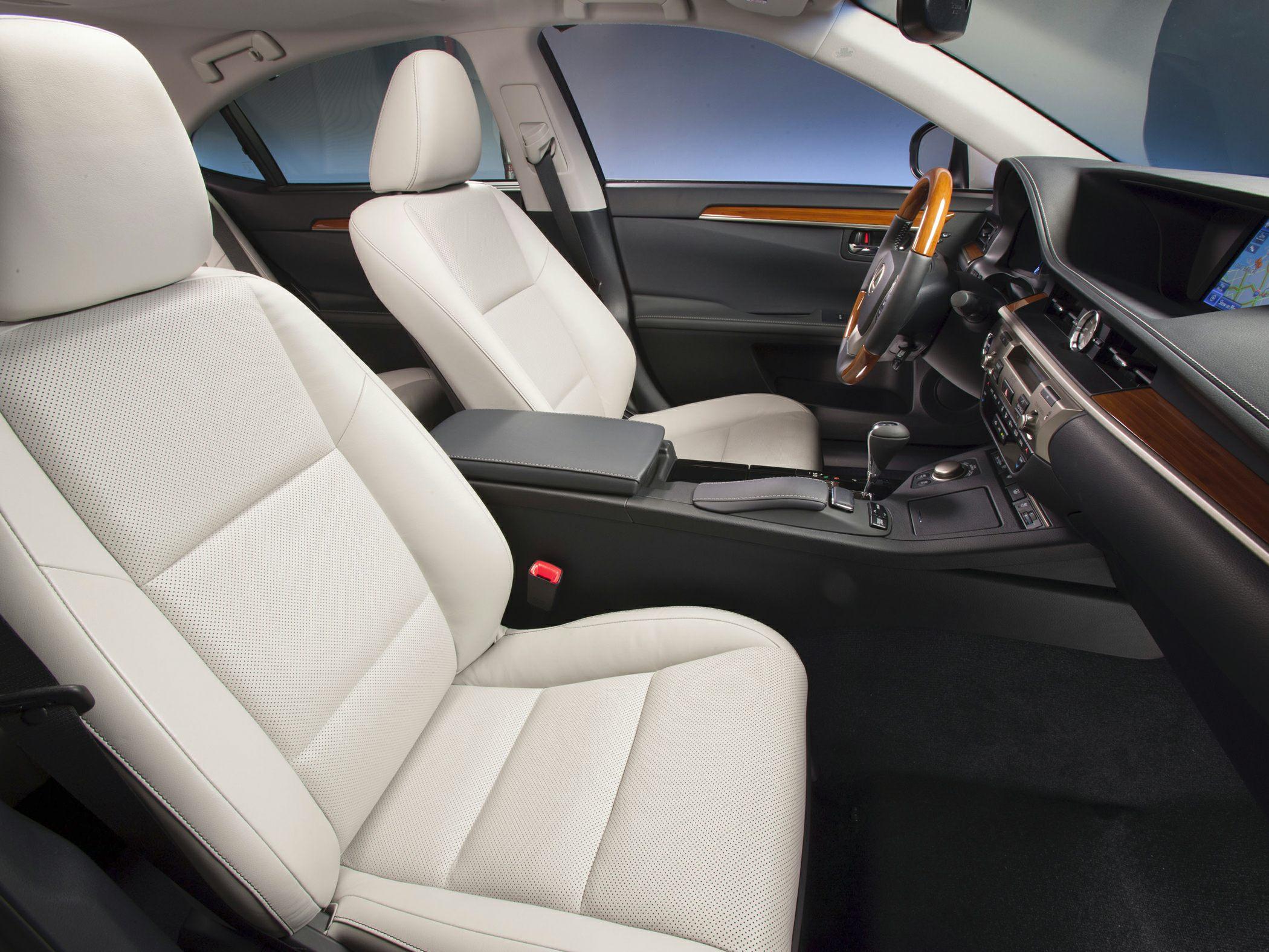 2014 Lexus ES 300h Interior2