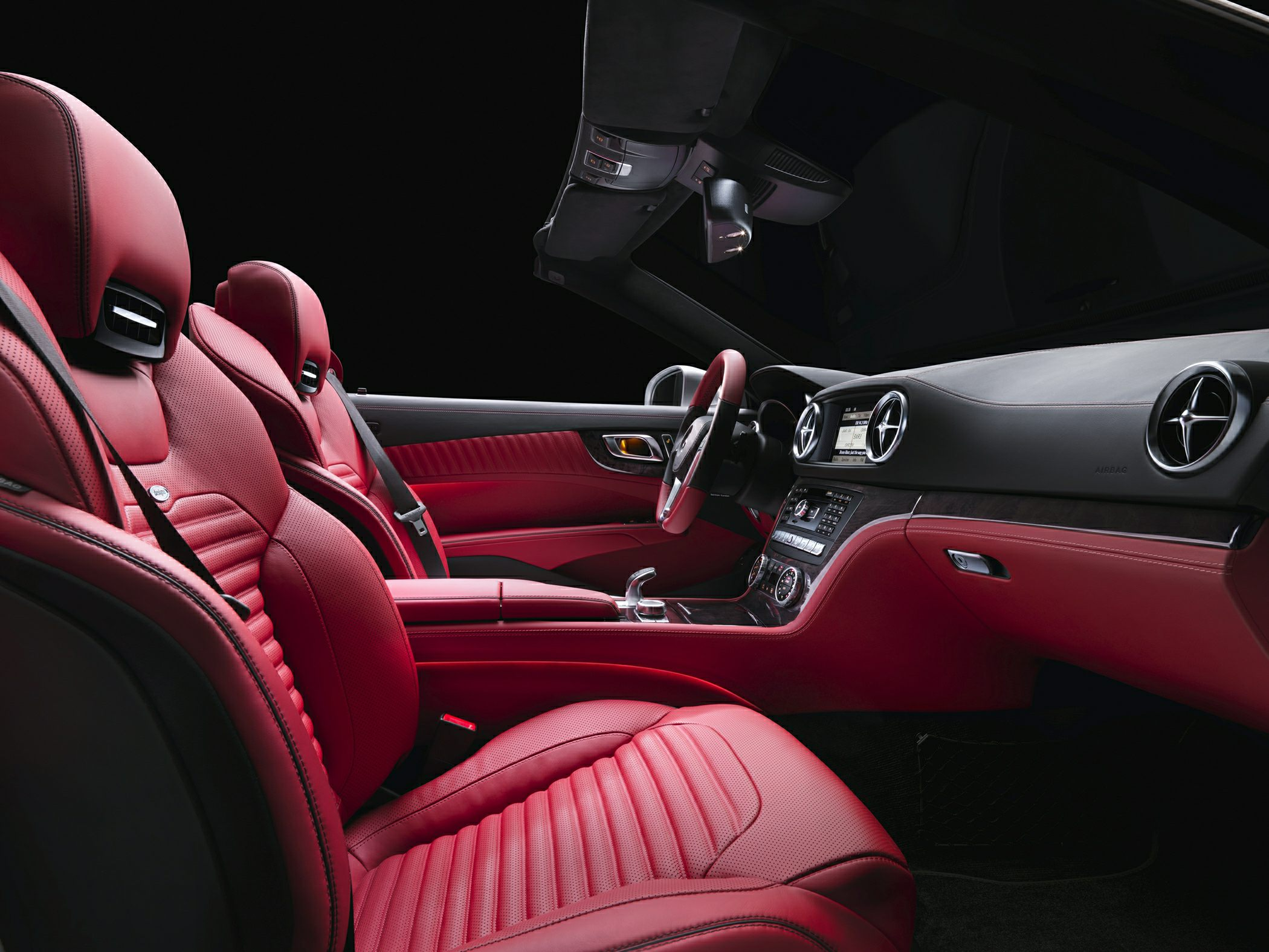 Mercedez-Benz SL550 Interior Side View