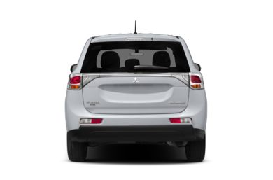Rear Profile  2014 Mitsubishi Outlander