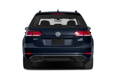 Rear Profile  2018 Volkswagen Golf SportWagen