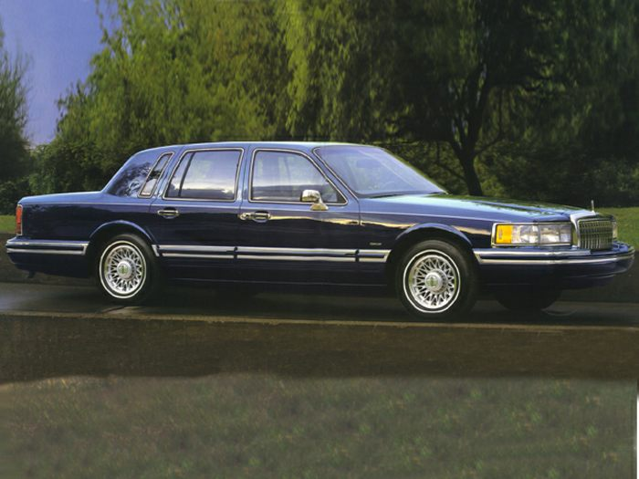 1994 lincoln town car specs safety rating mpg carsdirect. Black Bedroom Furniture Sets. Home Design Ideas