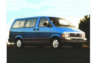3/4 Front Glamour 1996 Ford Aerostar