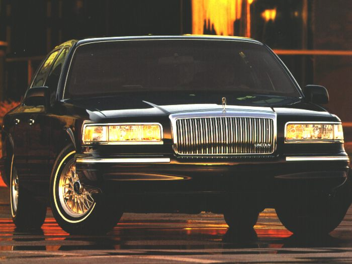 1996 lincoln town car specs safety rating mpg carsdirect. Black Bedroom Furniture Sets. Home Design Ideas