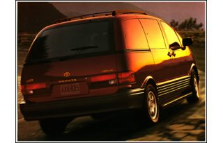 3/4 Front Glamour 1997 Toyota Previa