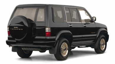 3/4 Rear Glamour  2001 Isuzu Trooper