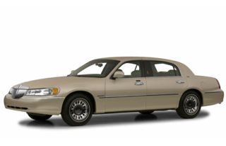 3/4 Front Glamour 2001 Lincoln Town Car