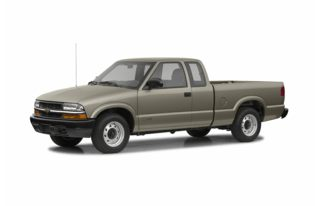 3/4 Front Glamour 2002 Chevrolet S-10