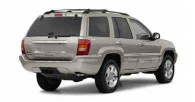 3/4 Rear Glamour  2002 Jeep Grand Cherokee