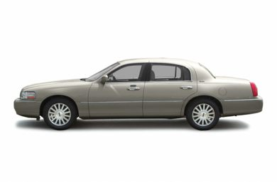 90 Degree Profile 2003 Lincoln Town Car