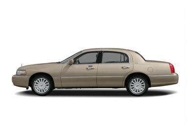 90 Degree Profile 2005 Lincoln Town Car