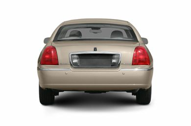 Rear Profile  2005 Lincoln Town Car