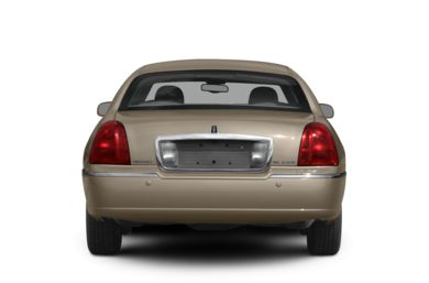 Rear Profile  2008 Lincoln Town Car