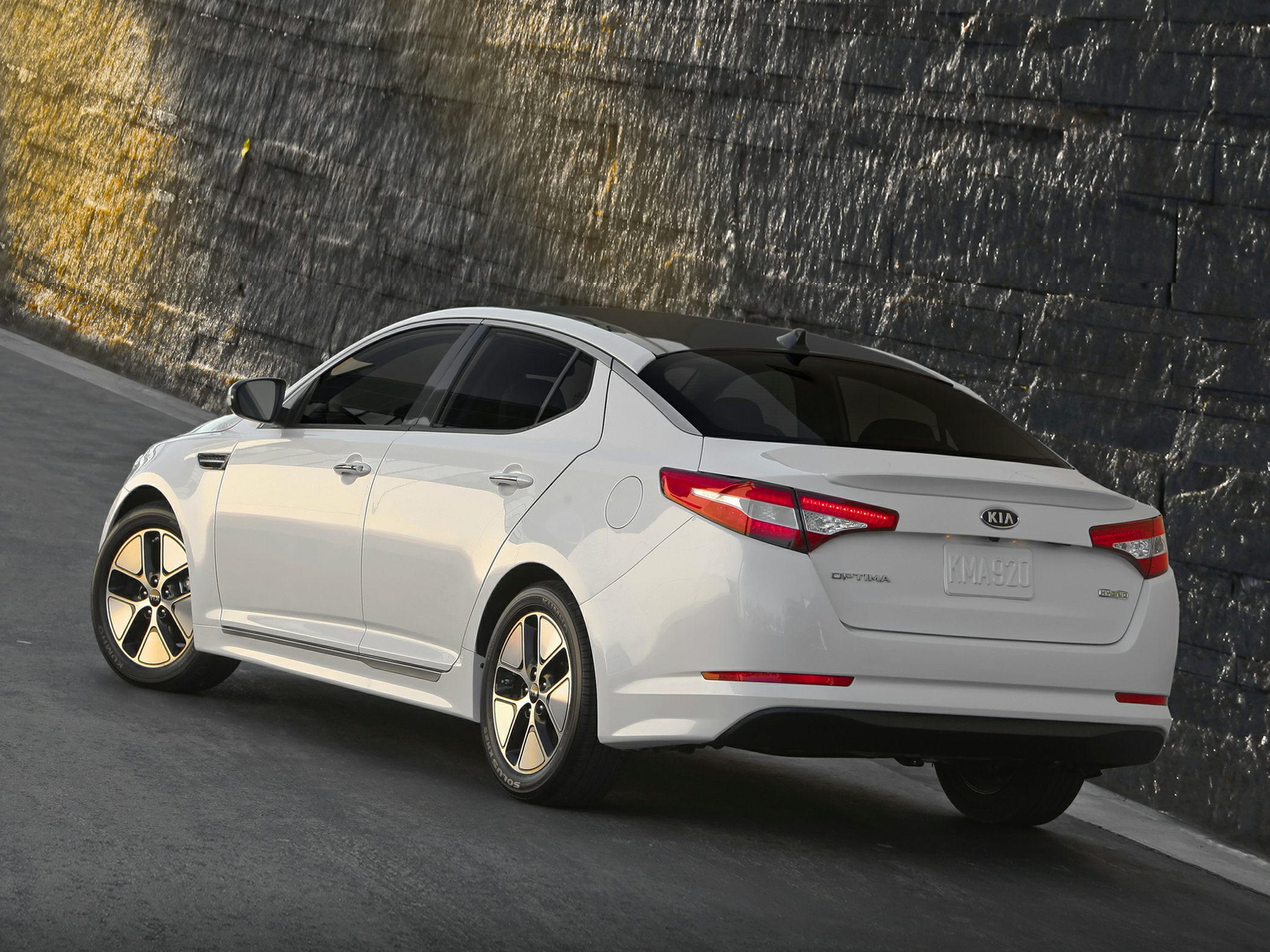 2014 Kia Optima Hybrid Glam2