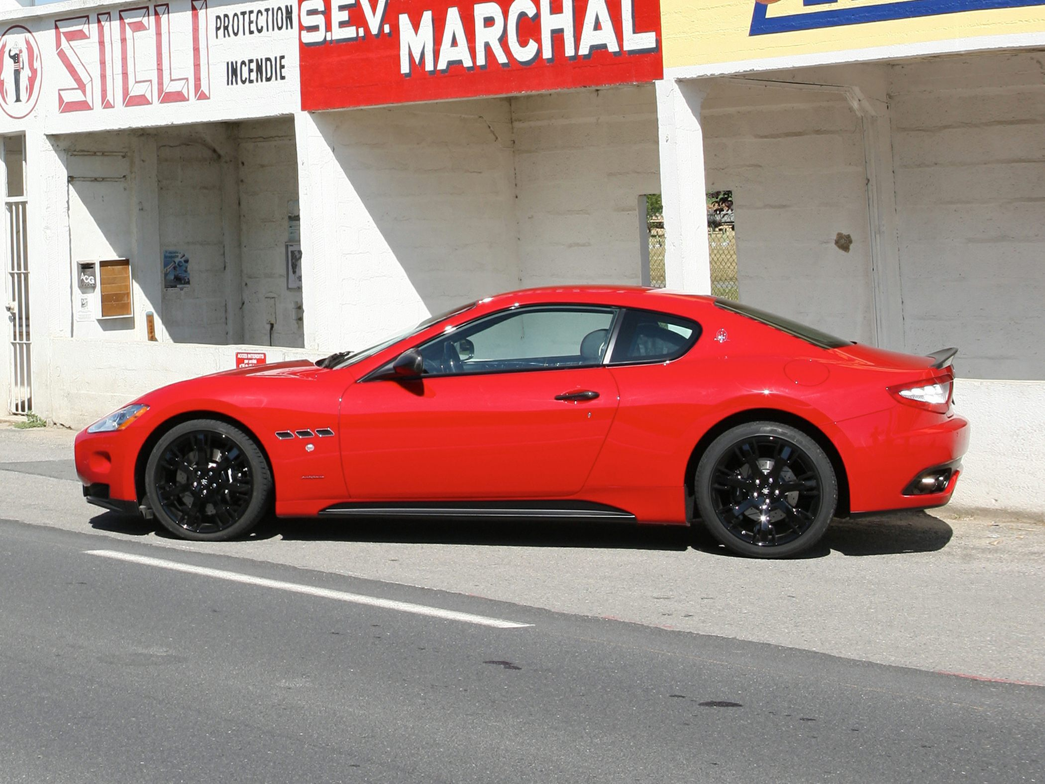 2011 Maserati Granturismo Specs Safety Rating Amp Mpg Carsdirect