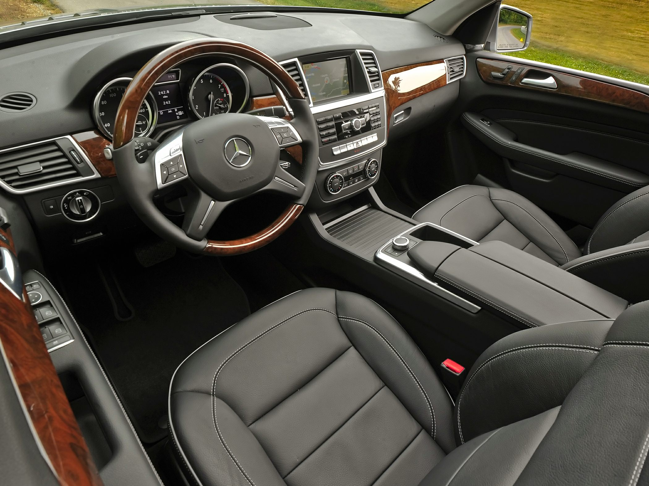 Mercedes-Benz ML350 Interior