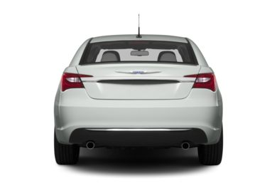Rear Profile  2014 Chrysler 200