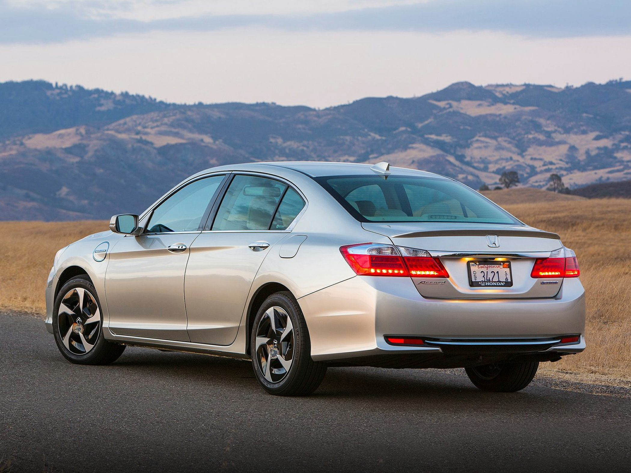 2014 Honda Accord Plug-In Hybrid Glam2