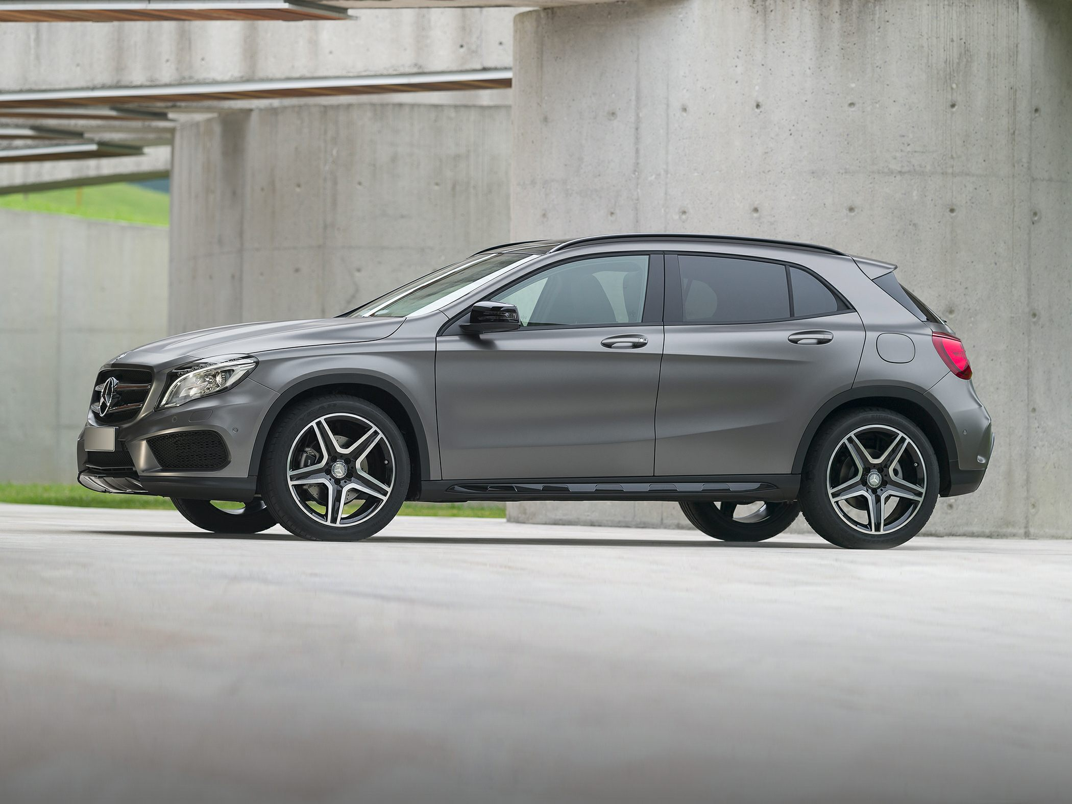 2015 Mercedes-Benz GLA250 Side