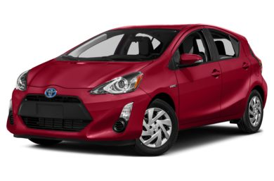 3/4 Front Glamour 2016 Toyota Prius c