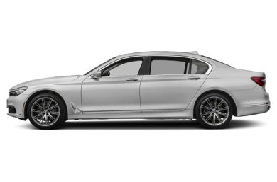 90 Degree Profile 2018 BMW 740
