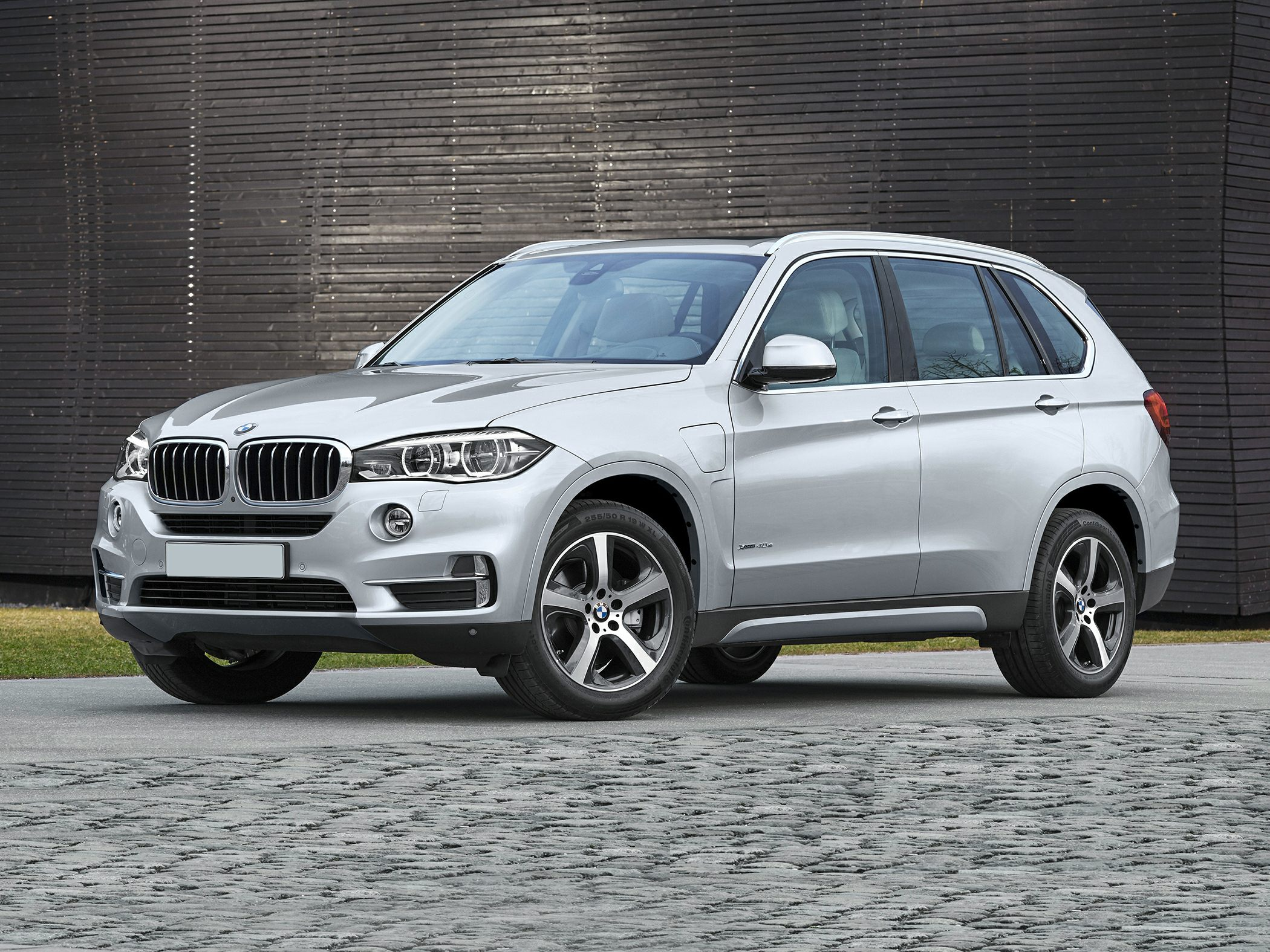 2017 bmw x5 edrive deals prices incentives leases overview carsdirect. Black Bedroom Furniture Sets. Home Design Ideas