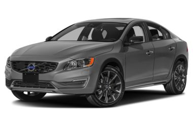 3/4 Front Glamour 2018 Volvo S60 Cross Country