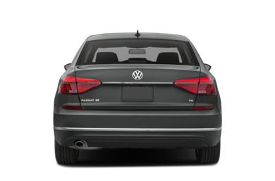 Rear Profile  2017 Volkswagen Passat