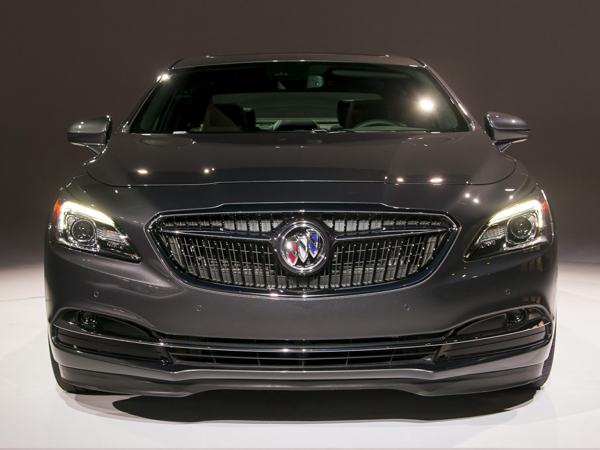 2018 Buick LaCrosse Pictures & Photos - CarsDirect