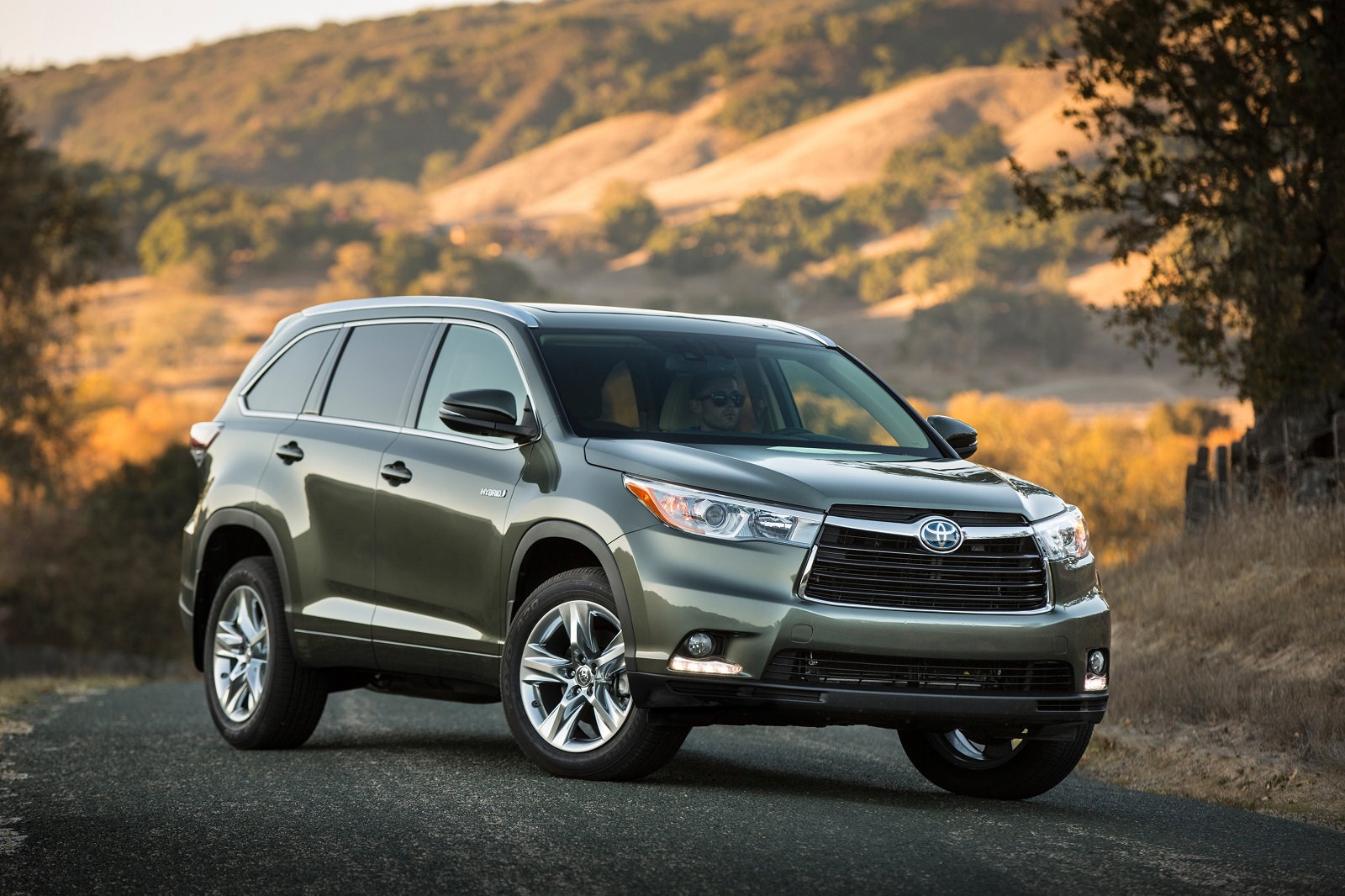 2015 Toyota Highlander Hybrid Styles & Features Highlights