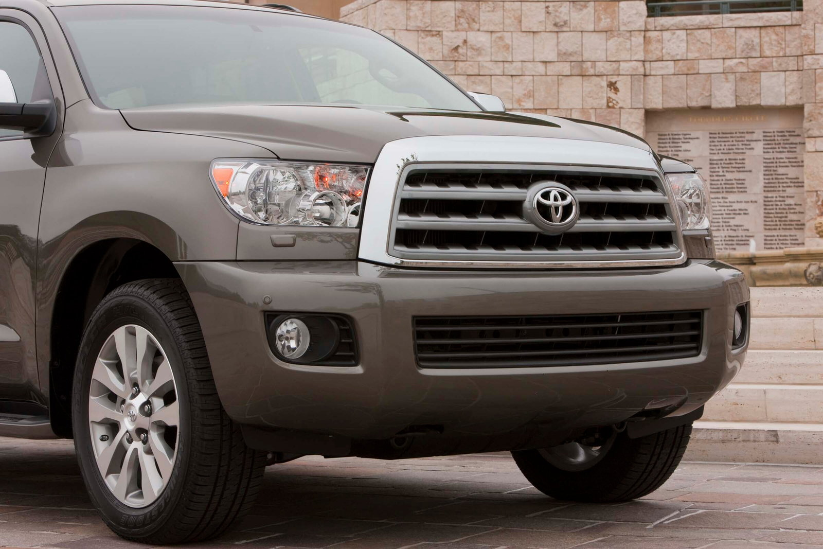 2016 toyota sequoia review carsdirect. Black Bedroom Furniture Sets. Home Design Ideas