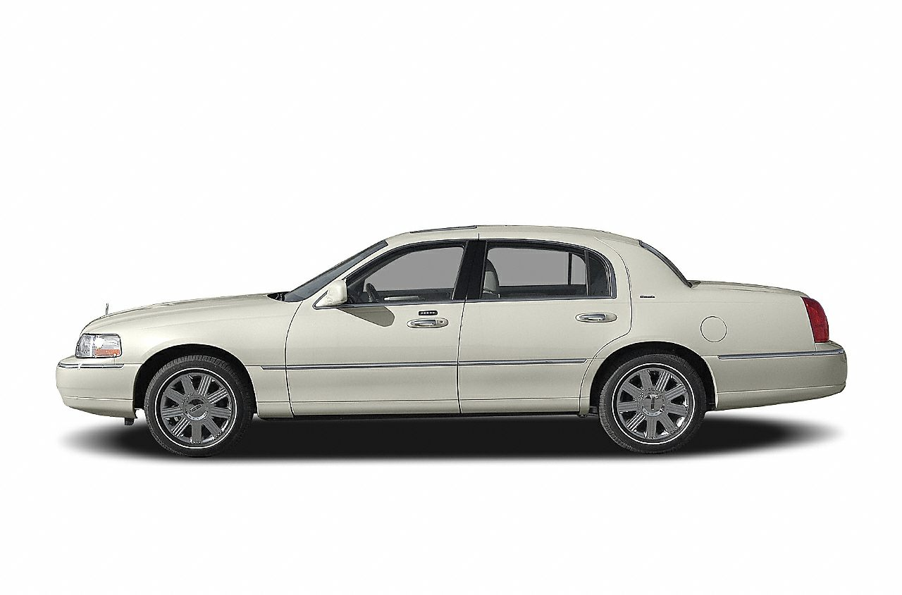 2004 Lincoln Town Car Specs Safety Rating Mpg Carsdirect