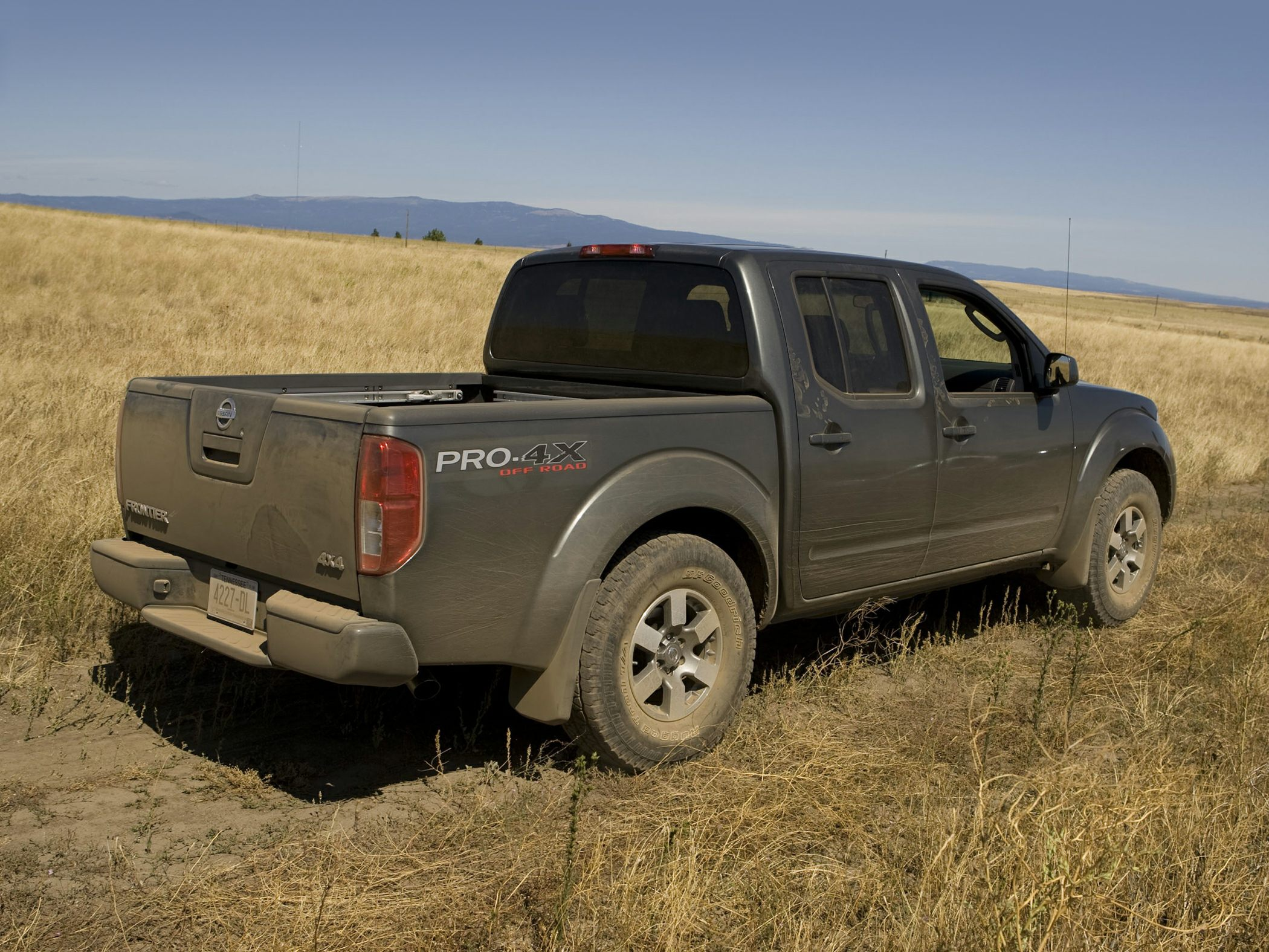2016 nissan frontier styles features highlights. Black Bedroom Furniture Sets. Home Design Ideas