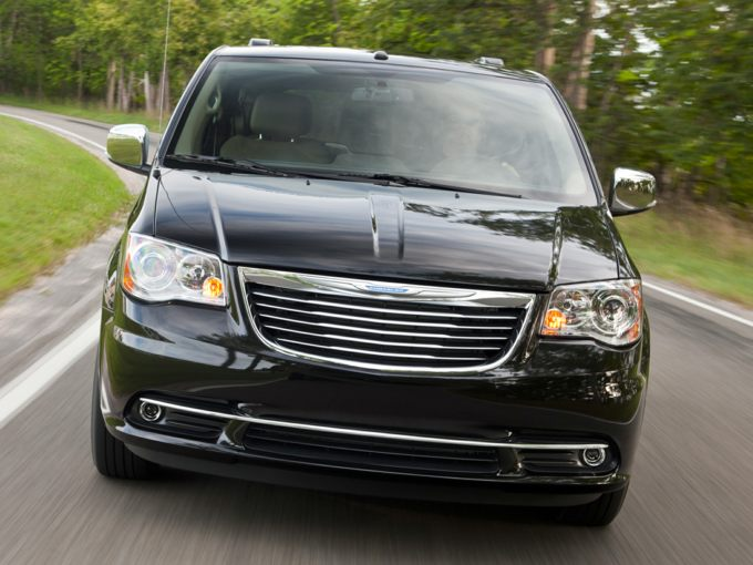 Chrysler Town & Country Front