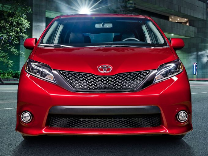 2016 toyota sienna styles features highlights. Black Bedroom Furniture Sets. Home Design Ideas