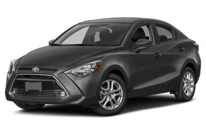 3/4 Front Glamour 2018 Toyota Yaris iA