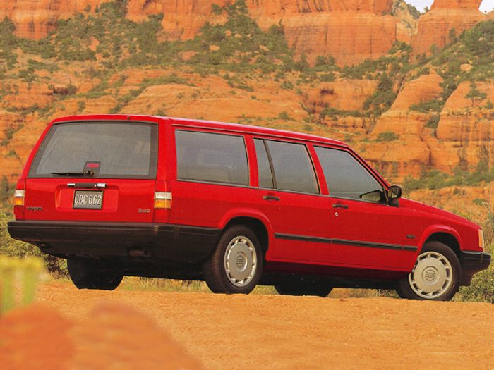 1995 Volvo 940 Specs, Safety Rating & MPG - CarsDirect