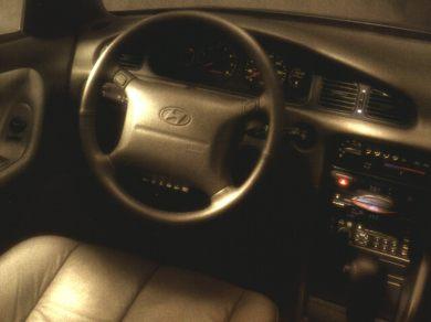 1997 Hyundai Sonata Specs, Safety Rating & MPG - CarsDirect