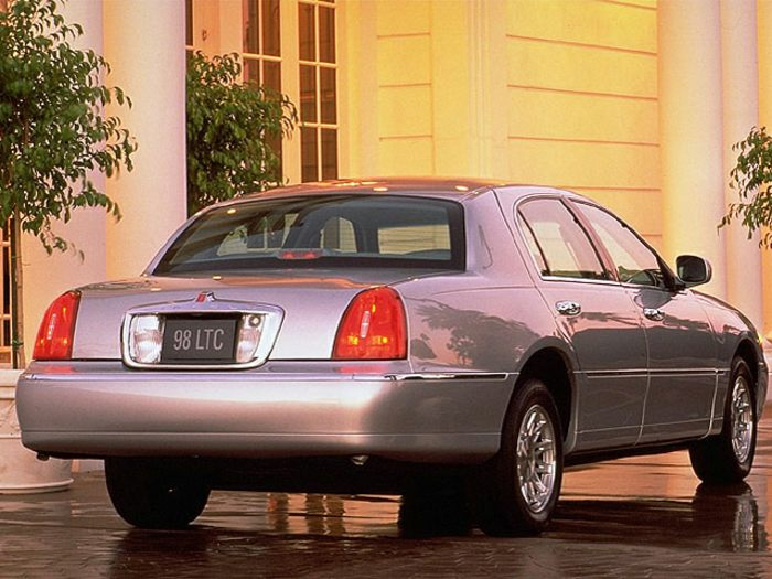 1999 lincoln town car specs safety rating mpg carsdirect. Black Bedroom Furniture Sets. Home Design Ideas