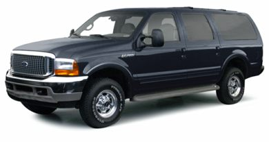 3/4 Front Glamour 2001 Ford Excursion