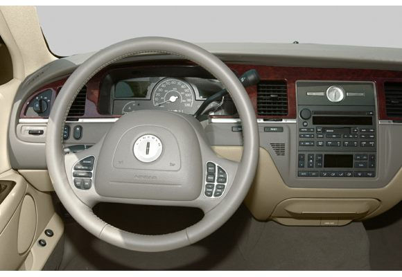 2003 Lincoln Town Car Pictures & Photos - CarsDirect
