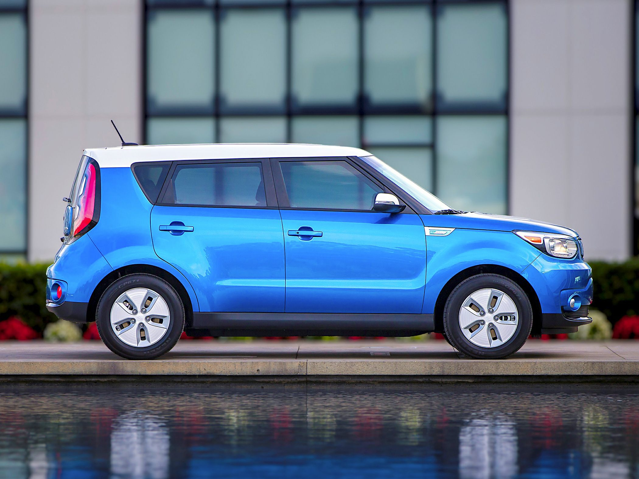 2018 kia soul ev deals prices incentives leases overview carsdirect. Black Bedroom Furniture Sets. Home Design Ideas